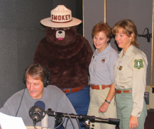 Photo of Jeff Foxworthy, Smokey, and USFS personnel